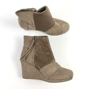 Toms Taupe Desert Wedges X9515867